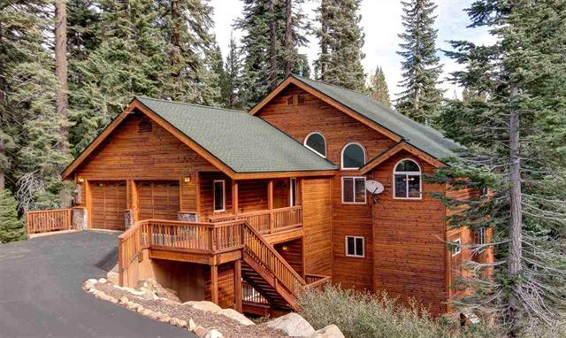 Tahoe Donner Luxury Home with Private Setting