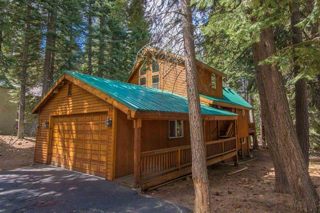 Tahoe Donner Immaculate Home nestled in Towering Pines