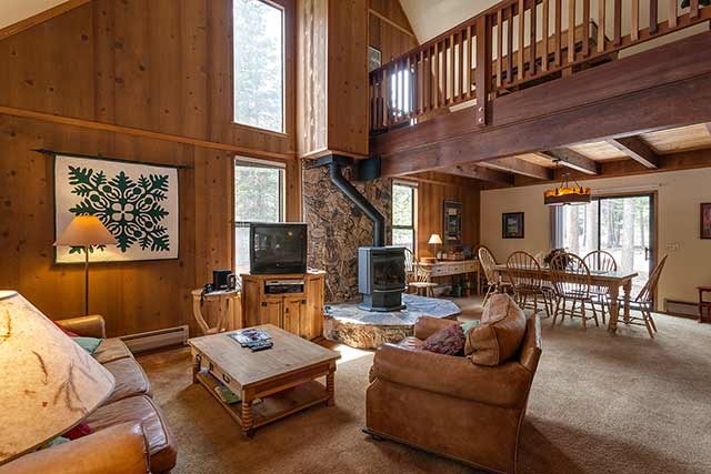 Tahoe Donner Cozy Mountain Home