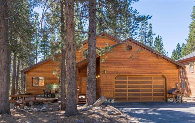 Tahoe Donner - Open Kitchen & Living Room with Vaulted Ceilings