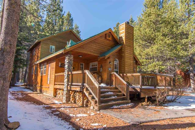 Tahoe Donner Mountain Home with High Ceilings